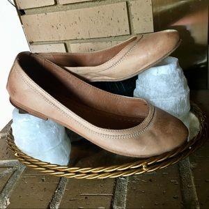 Tan FRYE leather BALLET FLATS. Size 7 Carson
